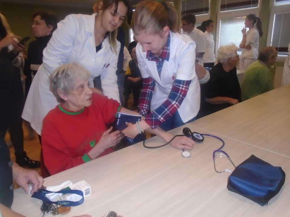Poseta srednje medicinske škole iz Ćuprije – Gerontološki centar Jagodina – slika 5