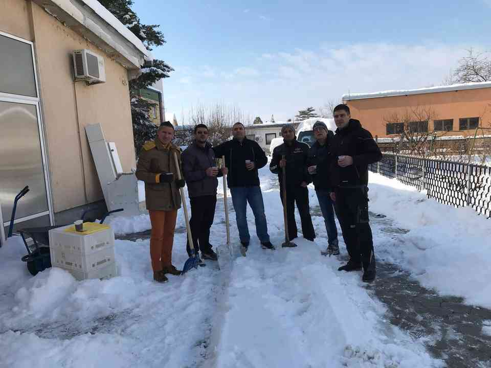Акција чишћења снега - ГЦ Јагодина - слика 1