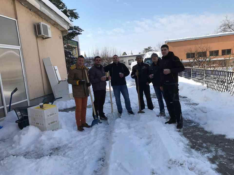 Акција чишћења снега - ГЦ Јагодина - слика 2