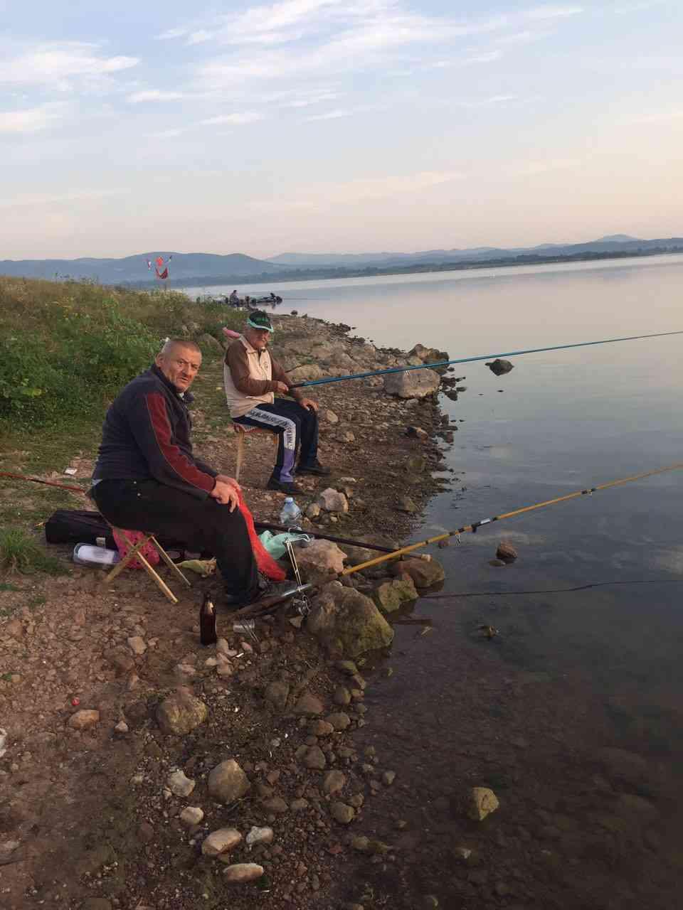 Риболовачка секција корисника ГЦ Јагодина на Гружанском језеру - сл. 3