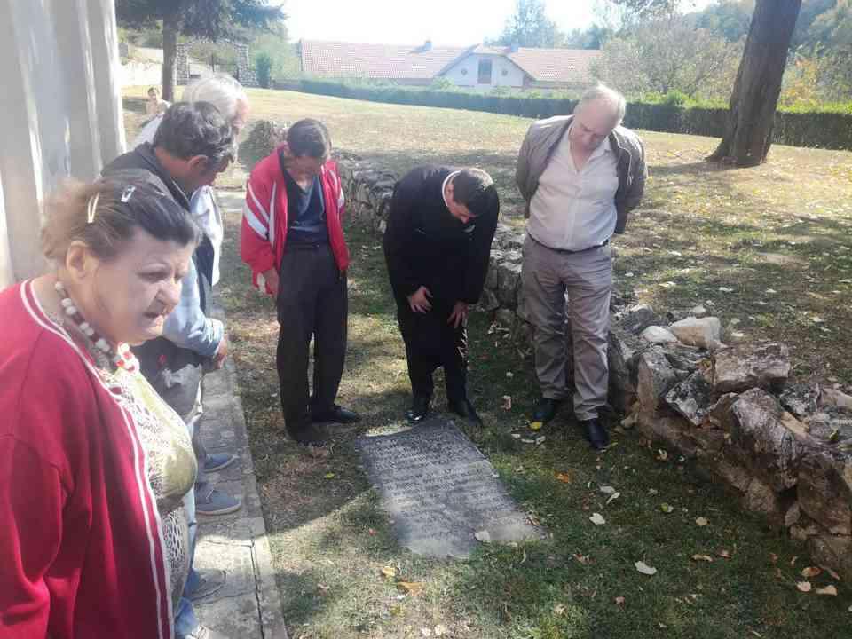 Група корисника ГЦ Јагодина у посети манастиру Јошаница - октобар 2018. године - сл. 2