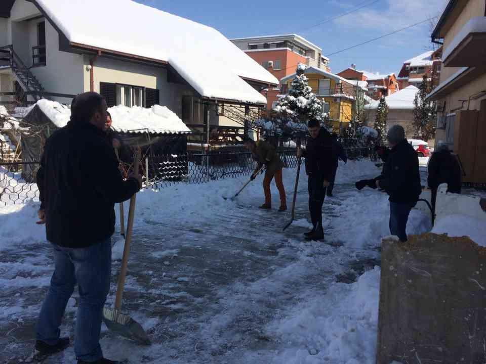 Акција чишћења снега - ГЦ Јагодина - слика 7