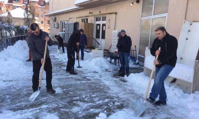 Акција чишћења снега - ГЦ Јагодина - насловна слика
