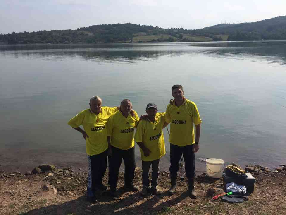 Риболовачка секција корисника ГЦ Јагодина на Гружанском језеру - сл. 6
